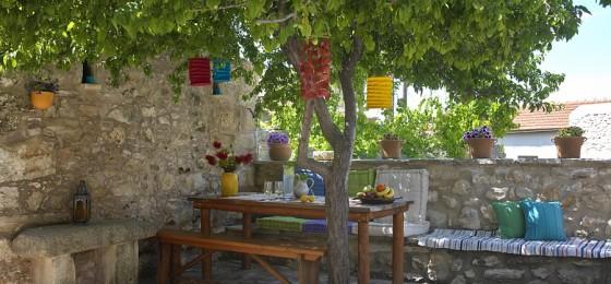 1 Critamo Courtyard