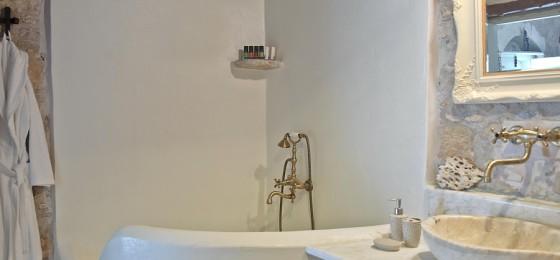 6 Critamo Bathroom